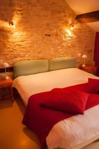 Un ou plusieurs lits dans un hébergement de l'établissement Logis Auberge de la Fontaine