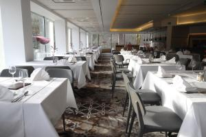 A restaurant or other place to eat at Hotel Smarjeta - Terme Krka