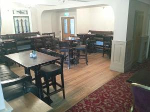 A restaurant or other place to eat at Murphys Hotel