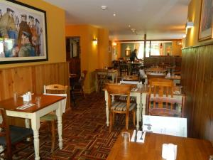 A restaurant or other place to eat at Beambridge Inn