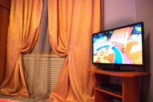 Телевизор и/или развлекательный центр в Apartments na Odesskoy