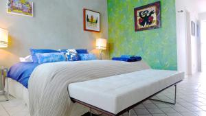 A bed or beds in a room at Ipanema Duplex Penthouse