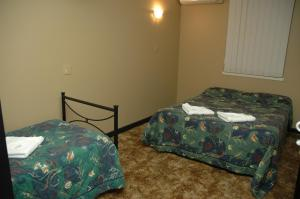 A bed or beds in a room at Belmore Hotel Maitland