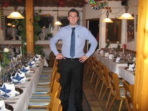 Ein Restaurant oder anderes Speiselokal in der Unterkunft Syrtaki bei Nikos