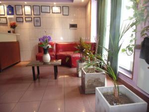 El lobby o recepción de Hotel Plaza Garay