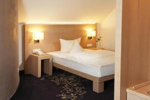 A bed or beds in a room at Hotel Robben