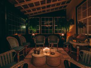 Un restaurante o sitio para comer en Hotel Rural La Casa Amarilla