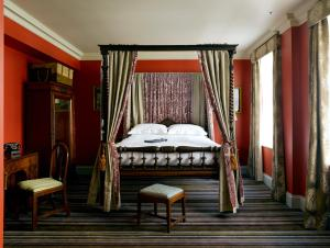 A bed or beds in a room at The Zetter Townhouse Clerkenwell