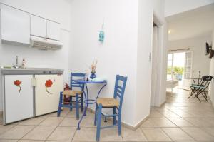 A kitchen or kitchenette at Manos Apartments