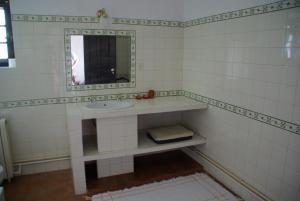 A bathroom at Herdade De Vale Covo - AgroTurismo
