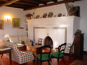 A restaurant or other place to eat at Herdade De Vale Covo - AgroTurismo