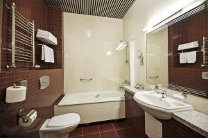 A bathroom at Victoria Hotel & Business centre Minsk