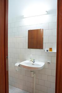 A bathroom at Casa Diocesana VIA LUCIS