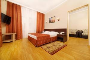 A bed or beds in a room at Emerald Hotel