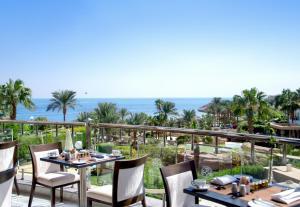 مطعم أو مكان آخر لتناول الطعام في فندق و فيلات رويال سافوي