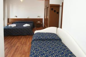 A bed or beds in a room at Hotel Mediterraneo