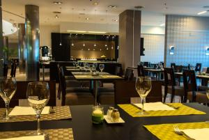 A restaurant or other place to eat at Attica21 Coruña