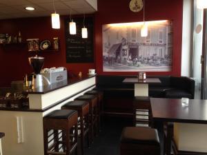 Ein Restaurant oder anderes Speiselokal in der Unterkunft Tankbar's Hotelchen