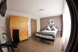 A bed or beds in a room at Apado-Hotel garni