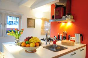 A kitchen or kitchenette at Pantheos Top Houseboat