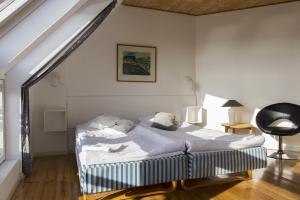 En eller flere senge i et værelse på Hotel Grenaa Strand