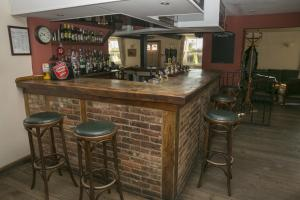 The lounge or bar area at The Inn at Emmington