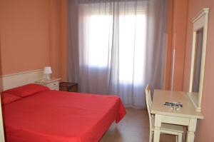 Letto o letti in una camera di Albergo Italia Torvaianica