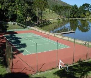 Tennis and/or squash facilities at Hotel Rosa Dos Ventos or nearby