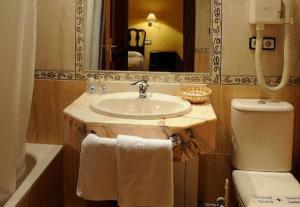 A bathroom at Hotel El Oasis