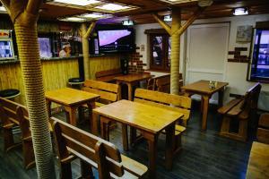 Ресторан / где поесть в Дебаркадер базы отдыха Мастер
