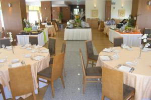 A restaurant or other place to eat at Hotel Vanguarda Congress & Family