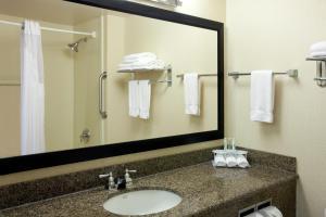 A bathroom at Holiday Inn Express Redwood National Park, an IHG Hotel