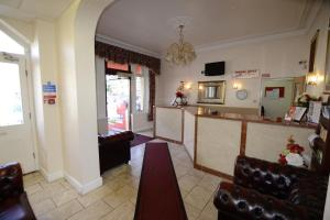 The lobby or reception area at Cranbrook Hotel