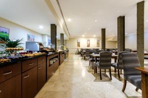Een restaurant of ander eetgelegenheid bij Exe Laietana Palace