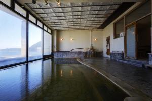 Swimming pool sa o malapit sa Hotel New Tsuruta