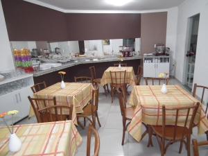 A restaurant or other place to eat at Pousada Treze de Março