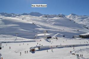 Résidence Montana Premier during the winter
