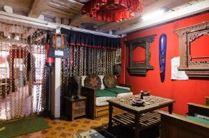 Een zitgedeelte bij Nyatapola Guest House