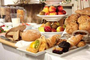 Breakfast options available to guests at Hotel Gasthof Alte Post