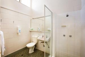 A bathroom at Sunnybank Hotel Brisbane