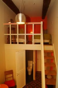A bunk bed or bunk beds in a room at Bed and Breakfast Jardin de Marie