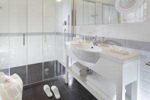 A bathroom at Rimini Suite Hotel