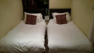 A bed or beds in a room at The Crossroads Inn