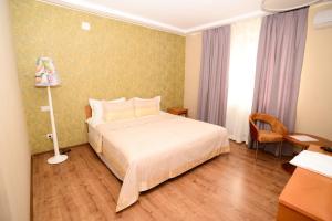 Кровать или кровати в номере Grushevy Hospitality Boutique