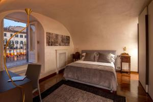 A bed or beds in a room at Palazzo De Cupis - Suites and View