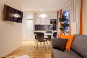 A kitchen or kitchenette at ApartDirect Solna