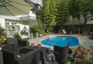 Der Swimmingpool an oder in der Nähe von Hotel Ashley's Garden