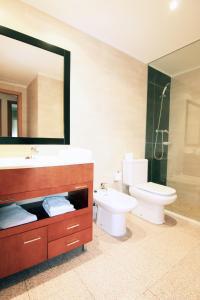 A bathroom at Apartamentos Indasol