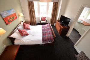 A bed or beds in a room at The Broadway Hotel