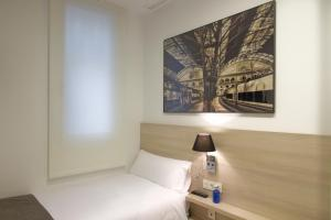 Een bed of bedden in een kamer bij The 8 Boutique B&B
